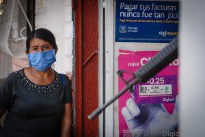 La pandemia de la covid-19 ha dejado al descubierto, una vez más, la vulnerabilidad de los migrantes indocumentados centroamericanos: vuelven a sus comunidades deportados, vistos como portadores de la nueva peste, o son abandonados a su suerte en puestos fronterizos