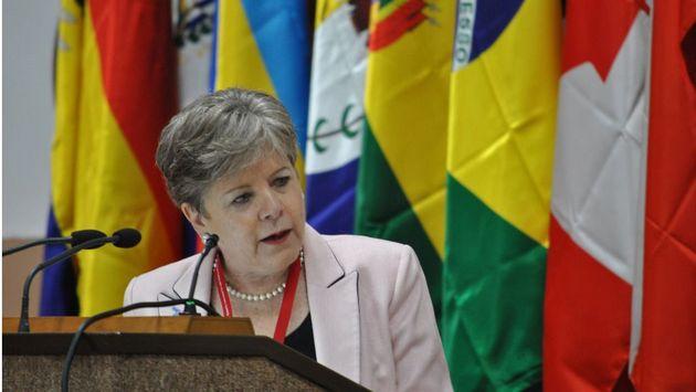 Los países de América Latina y el Caribe deberían asegurar un ingreso básico universal para todos sus habitantes, en el marco de construir un futuro diferente para la región, planteó este miércoles 22 la secretaria ejecutiva de la Cepal, Alicia Bárcena.