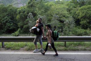 Millones de venezolanos que emigraron a otros países de América Latina están en una situación vulnerable con la llegada de la pandemia covid-19, y necesitan apoyo para no enfermar y sobrevivir durante la emergencia, advirtieron las agencias de la ONU para los refugiados y las migraciones