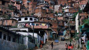 La pobreza, que abarca a más de 3000 millones de personas en el planeta, podría incrementarse como consecuencia de la pandemia generada por el nuevo coronavirus, si las naciones más ricas no movilizan recursos urgentes hacia las poblaciones más vulnerables de los países en desarrollo.