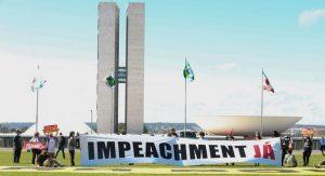 La pandemia de la covid-19 dictará el destino del presidente brasileño Jair Bolsonaro, amenazado por intentos de inhabilitación, pero sostenido por militares, que ocupan cerca de 3000 puestos en el gobierno y la jefatura de nueve ministerios