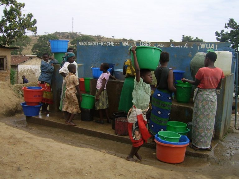 Malawi, uno de los países más pobres del mundo, simplemente no tiene los recursos financieros para combatir la trata de personas. La mitad de sus 18 millones de habitantes viven por debajo de la línea de pobreza, lo que los hace vulnerables a caer víctimas del delito, la mayoría mujeres jóvenes y niñas. Foto: Charles Mpaka / IPS