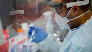 """La falta de pruebas y la gran proporción de individuos asintomáticos """"restringen profundamente"""" la capacidad de la mayoría de los países para contar el verdadero número de infecciones por SARS-CoV-2. Foto: Gov. Tom Wolf/ Flickr"""