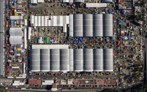 El mayor mercado de la capital de México puede ser uno de los mayores centros de contagio de covid-19 en el país, pero nadie lo quiere aceptar: Los propios arrendatarios de locales ocultan estar enfermos por miedo a que se clausuren sus negocios.