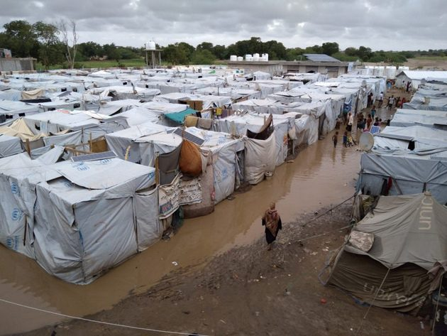 La falta de auxilio internacional amenaza con dejar sin alimentos y medicinas a cerca de un millón de refugiados y desplazados por la guerra civil y otros desastres en Yemen, indicó la Agencia de las Naciones Unidas para los Refugiados (Acnur).