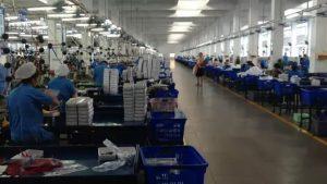 La caída en la demanda de manufacturas asiáticas, como los textiles que comercializan grandes firmas de ropa en los países de Occidente, es una de las causas que contraen la economía en gran parte de Asia. La región apuesta por recuperar un crecimiento alto en 2021, si se superan los brotes de la covid-19. Foto: ONU Mujeres