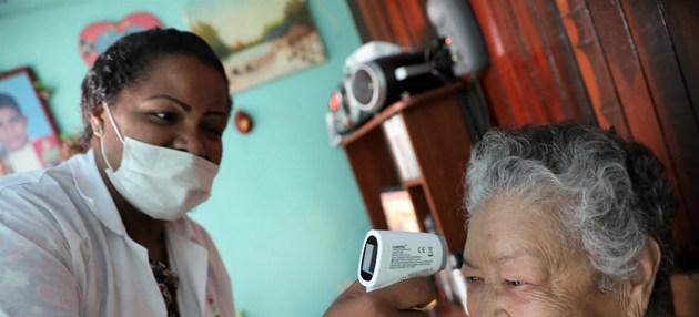 Trabajadores de las agencias de las Naciones Unidas ayudan en Venezuela a la vigilancia del nuevo coronavirus, que se expande a gran velocidad por toda América Latina. Foto: Gema Cortés/OCHA
