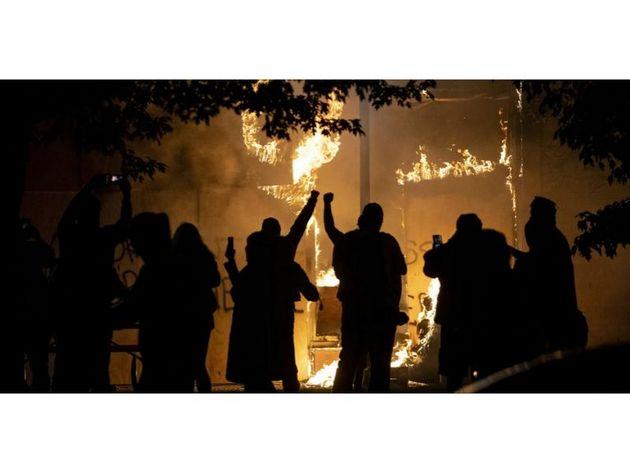 Una noche de protestas en Minneapolis, en Estados Unidos. Foto: Sipa USA Minneapolis Star Tribune/TNS-Sip