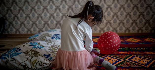 El abuso y la violencia contra niñas y niños tiene una alta prevalencia en todas las regiones del mundo, con maltrato psicológico, físico e incluso homicidio. Las agencias de la ONU recomiendan fortalecer las legislaciones nacionales y desarrollar contextos culturales en los que esa violencia sea inaceptable. Foto: Anush Babajanyan/Unicef