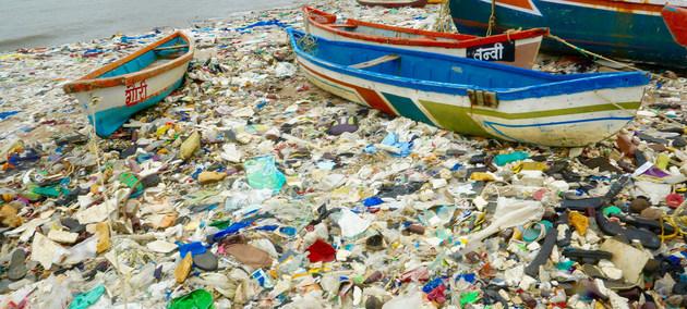 """La contaminación de espacios marinos con desechos sólidos de la actividad humana es una de las fuentes de degradación ambiental que facilita el desarrollo de nuevas enfermedades, sostiene el Programa de las Naciones Unidas para el Medio Ambiente (PNUMA) al lanzar su campaña """"Llegó la hora"""" de actuar en favor de la naturaleza, en el Día Mundial del Ambiente."""