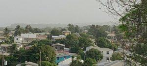 Pueblos chicos y grandes ciudades en el Caribe son cubiertos por las nubes de polvo que viajan miles de kilómetros desde el desierto del Sahara, afectando el paisaje, la salud, el transporte y las actividades agrícolas y comerciales. Foto: OMM