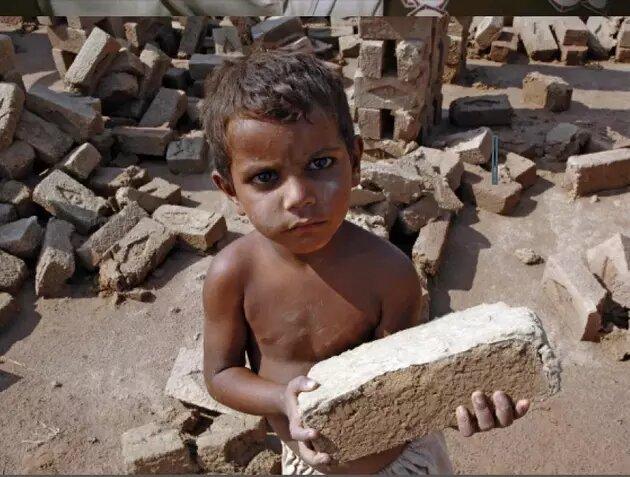 El trabajo infantil se redujo en el mundo en lo que va de siglo, pero la recesión causada por la nueva pandemia puede revertir la tendencia y forzar a millones de niños a duras labores, sobre todo en el sur y sureste de Asia, África y América Latina. Foto: M. Crozet/OIT