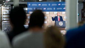 El presidente Donald J. Trump pronuncia un discurso el viernes 5 de junio de 2020 en Puritan Medical Products en Guilford, en el estado de Maine. Foto: Joyce N. Boghosian/Casa Blanca