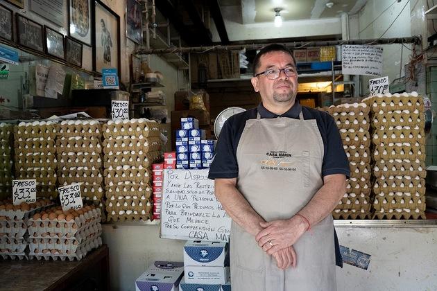 El comerciante de huevos Gerardo Marín. Foto: María Fernanda Ruiz/Pie de Página
