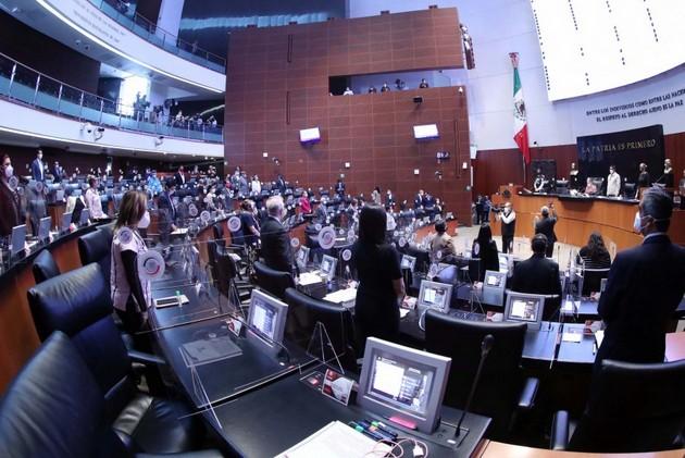 Sesión extraordinaria, el 29 de junio, del Senado de la República de México, que mantiene la mayoría de sus labores en forma virtual por la pandemia de la covid-19. Allí días antes, el sanador Ricardo Montreal presentó la reforma constitucional para crear un súper regulador de competencia económica. Foto: Senado de México
