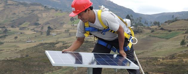 La generación de electricidad con energía solar y eólica, y la actividad agrícola vegetal, compensarán con nuevos empleos los que se perderán en América Latina y el Caribe con la gradual sustitución de combustibles fósiles y el menor consumo de alimentos de origen animal. Foto: Acciona