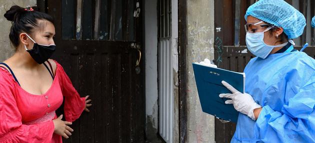 La OPS sostiene que las campañas de prevención, rastreo, control y vigilancia del coronavirus deben mantenerse en los próximos meses en América Latina, para tener una visión granular de la pandemia que posibilite el levantamiento focalizado de las cuarentenas. Foto: OPS