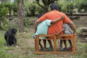 El nicaragüense Manuel, refugiado y aún solicitante de asilo con sus dos hijos, encuentra un nuevo hogar en Costa Rica. Miles de sus compatriotas en el país vecino atraviesan una situación muy difícil para obtener medios de subsistencia. Foto: Flavia Sánchez/Acnur