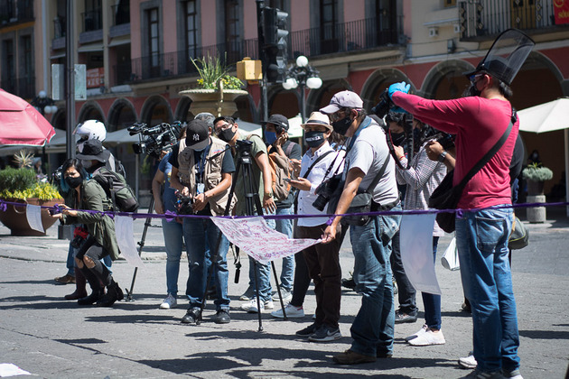 En tiempos de pandemia los periodistas en México sostienen su labor informativa y de crítica, a pesar de las amenazas y atentados de grupos criminales en varios estados de ese país. Foto: Periodistas de a Pie