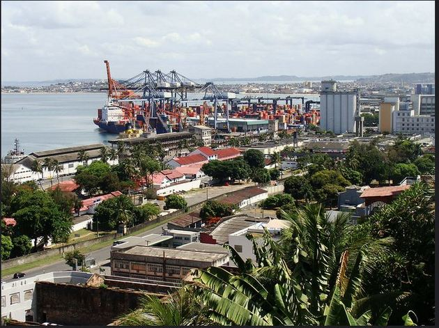 Vista del puerto brasileño de Salvador, con flujo de comercio internacional de mercaderías. Las exportaciones de América Latina hacia Estados Unidos han disminuido más de 20 por ciento, según la Cepal, que propone renovar el diálogo sobre la materia. Foto: BM