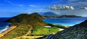 Panorámica de San Cristóbal, pequeña isla del Caribe afectada por la erosión de sus suelos al destruirse la capa vegetal que protege sus laderas de las inclementes lluvias asociadas a los huracanes en la región. Foto: Flickr/Pnuma