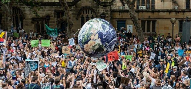 Una manifestación en Australia en defensa de la tierra y a favor de medidas mundiales para la contención de la crisis climática. Foto: Holli/ Shutterstock