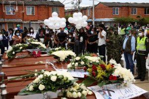 Sepelio de los cinco niños asesinados en LLano Verde, en Colombia, en agosto Foto: Especial para democraciaAbierta