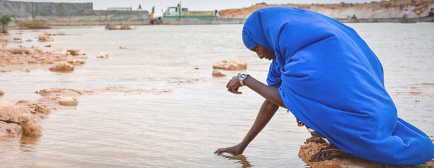 Aunque la atención inmediata de la población en el mundo está puesta en la pandemia covid-19, para el mediano y largo plazo su mayor preocupación está en el cambio climático y su impacto en el ambiente, como muestra la nociva alternancia entre sequía e inundaciones en Somalia. Foto: PNUD
