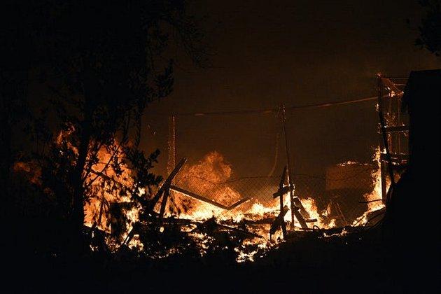 Miles de personas se quedaron sin refugio tras los incendios en el campo de Moria el 9 de septiembre de 2020. Foto: Stratis Balaskas/EPA