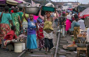 La mayoría de los trabajadores informales en los países en desarrollo hacen parte de los 4000 millones de personas en el planeta sin protección social alguna, una carencia subrayada por la irrupción de la pandemia covid-19. Fotro WIEGO