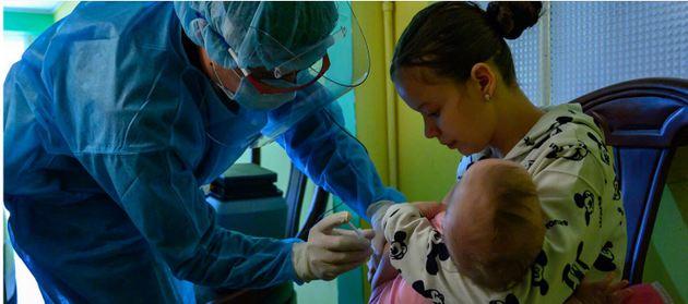 La atención básica en salud es fundamental para contener las pandemias, como muestra el ejemplo de Uruguay, y la Organización Mundial de la Salud recomienda sostener las inversiones en esa área al mismo tiempo que se combate la covid-19. Foto: OPS