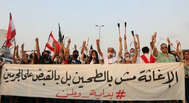 Manifestación en recuerdo de las víctimas de la explosión del 4 de agosto de 2020 en el puerto de Beirut, el 4 de septiembre en la capital de Líbano. Foto: Shutterstock