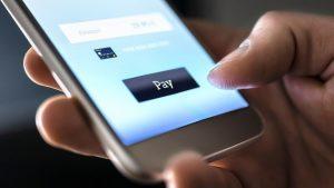 El crecimiento de la economía global digital puso en evidencia la escasa regulación, un marco legal que proteja al consumidor.