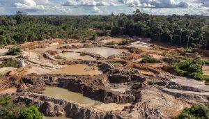 Un nuevo estudio revela que en las zonas de la selva amazónica donde se practica la minería, tanto legal como ilegal, hubo mayor pérdida de bosques entre 2000-2015 respecto de las tierras indígenas sin minería. Foto: Vinícius Mendonça/Ibama-Wikimedia Commons