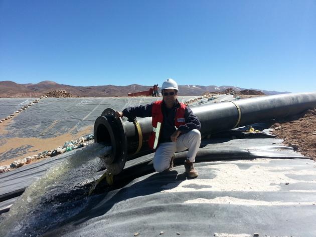 Piletas de sales utilizadas para la extracción de litio en Argentina de la empresa Integra Lithium ubicadas en el norte del país.
