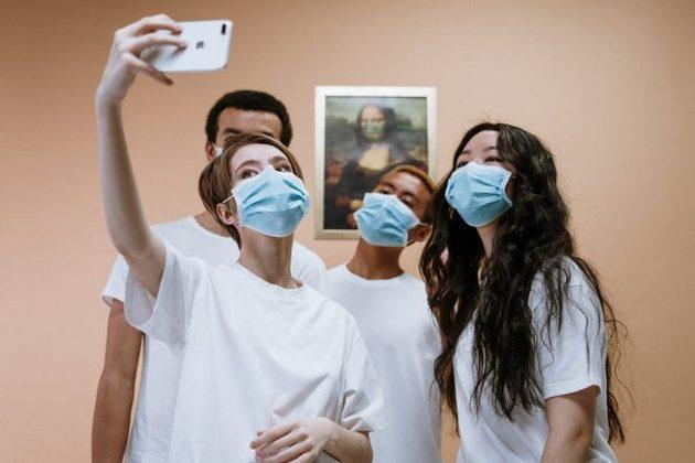 Adolescentes y jóvenes engrosan la cifra de infectados por el coronavirus, que mantiene sus avances en subregiones como el Caribe y la Amazonia, según destacó la OPS. Imagen: ONU México