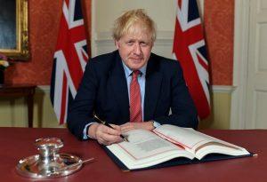 Boris Johnson encabezando la ruptura entre Reino Unido y la Unión Europea. Después del Brexit realiza negociaciones con la UE.