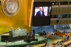 El saliente presidente de Estados Unidos, Donald Trump, mientras se dirigía a la Asamblea General de la ONU en septiembre, en lo que resultó su última participación en el organismo mundial, al que sometió en diferentes formas de acoso, incluidas las financieras, durante su mandato. Foto: Rick Bajornas/ONU