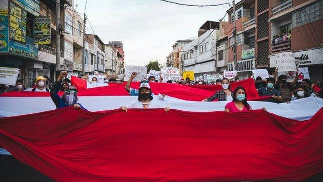 Manifestación en la ciudad de Piura contra el proyecto autoritario que destituyó al presidente Martín Vizcarra.