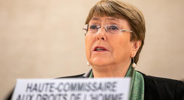 En medio de la euforia por el desarrollo de vacunas contra la covid-19, Michelle Bachelet destacó la existencia de otra vacuna, contra la pobreza y la desigualdad: el vigor de los Derechos Humanos. Foto: Antoine Tardy/ONU