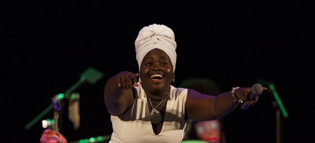 La cantante cubana Daymée Arocena se ha empleado en actividades para dinamizar la vida cultural de su país. Los 30 millones de trabajadores de la cultura en el mundo han visto declinar sus opciones de empleos e ingresos debido a la covid-19, dice la Unesco. Foto: Claudio Peláez Sordo/ONU