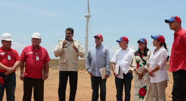 El presidente venezolano Nicolás Maduro en el parque eólico La Guajira en el estado Zulia en 2013. Foto: Ministerio de Comunicación de Venezuela