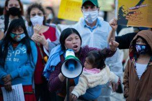 Mujeres indígenas protestan por la violación de una niña de la comunidad Embera por parte del ejército, en Bogotá, la capital de Colombia,, en junio de 2019. Foto: Sebastian Barros/ NurPhoto/PA Images/ all rights reserved