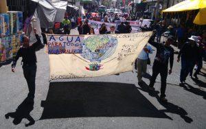 """Organizaciones sociales, activistas e investigadores demandan en México """"Agua para todos"""", con una Ley General de Aguas que garantice el acceso universal al recurso. Foto: Pie de Página"""