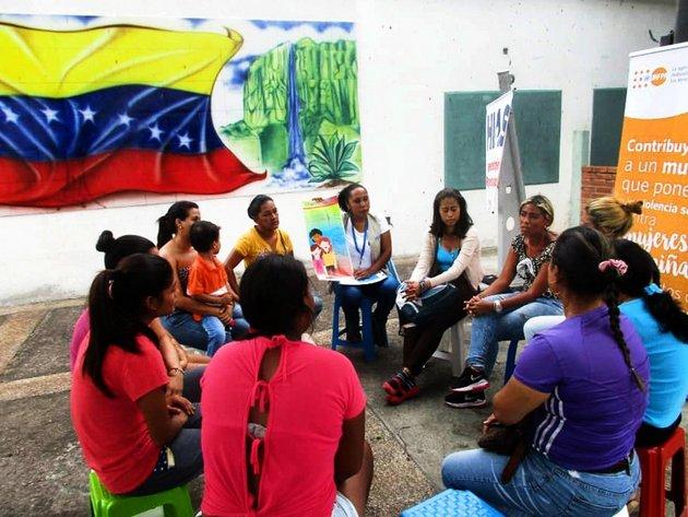 Un grupo de mujeres de Venezuela participa en un taller del UNFPA sobre salud sexual y reproductiva y prevención de la violencia de género. La agencia de la ONU busca reforzar programas similares en 68 países. Foto: UNFPA