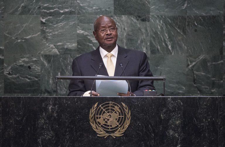El presidente de Uganda, Yoweri Museveni, quien está en el poder hace 35 años, debe hacer concesiones a sus opositores tras ser declarado su triunfo, si quiere mantener la paz en el país, en tensión tras el arresto de su rival, Bobi Wine, en arresto domiciliario. Foto: Amanda Voisard/ONU