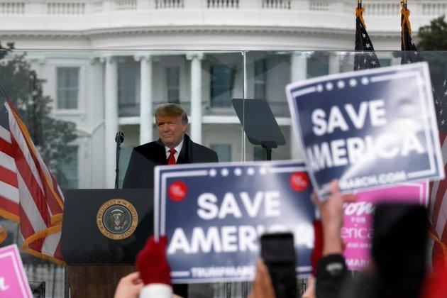 El presidente saliente Donald Trump en su arenga a sus seguidores ante la Casa Blanca, en que les azuzó a actuar y se considera el origen del asalto al Congreso legislativo poco después, en la capital de Estados Unidos. Foto: Casa Blanca