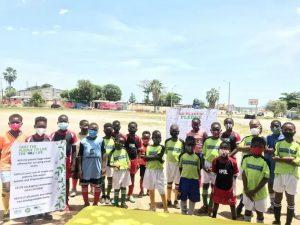 Niños en Kingston se unen a la campaña para mermar el consumo de plásticos y recolectar y reutilizar sus residuos, para favorecer al ambiente, la vida de las comunidades y la industria turística que sostiene la economía. Foto: Pnuma