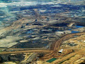 Las contaminantes arenas bituminosas de Alberta, en Canadá, ya no contarán con un oleoducto para llevar su producción hasta las costas de Texas, en Estados Unidos. Foto: Dru Oja Jay/ CC 2.0