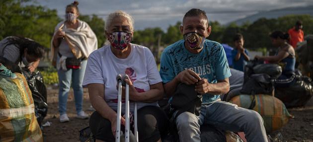 Migrantes venezolanos en Colombia. Miles de ellos debieron enfrentar, como en otros países vecinos, desalojos de las viviendas cuyos alquileres no pueden pagar al perder sus fuentes de ingresos debido a la pandemia. Foto: Karen González/OPS